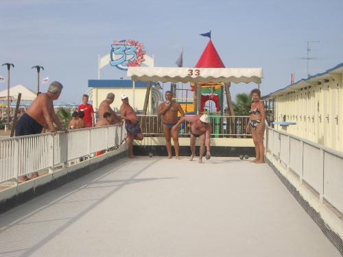 Beach 33