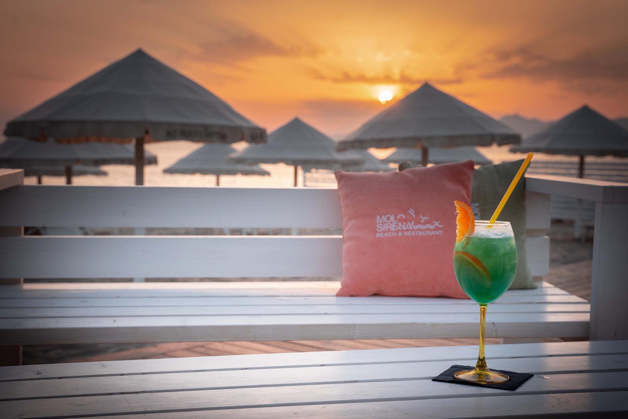 Molo Sirena Beach & Restaurant On The Sea