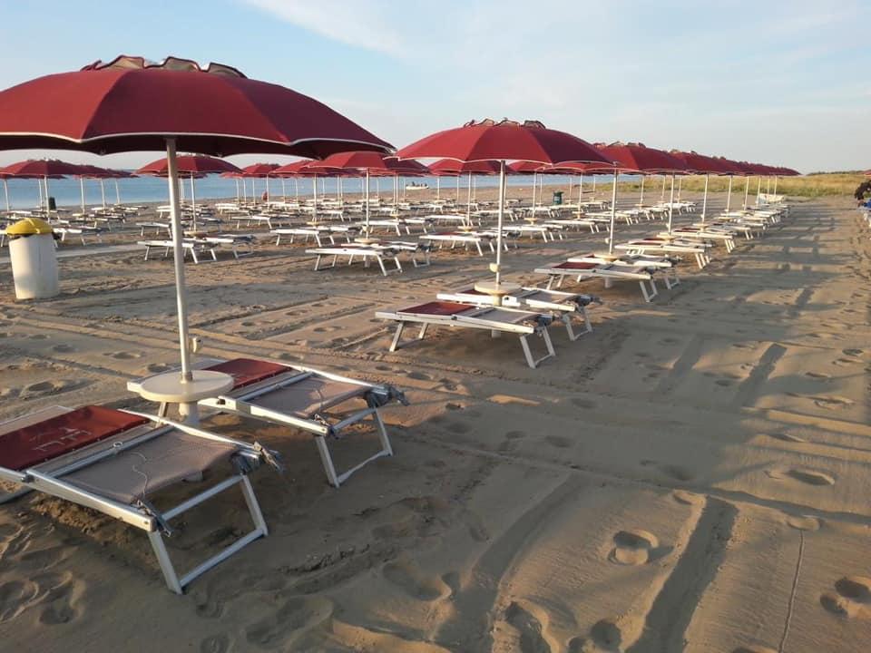 Farella Lounge Beach