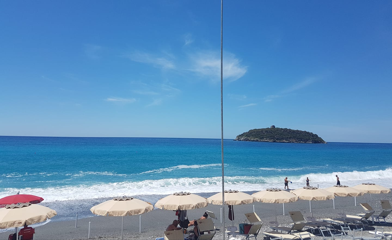 Pietrarossa Beach