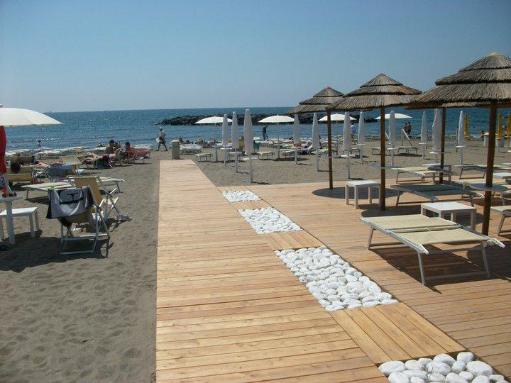 Lido Aqua Beach