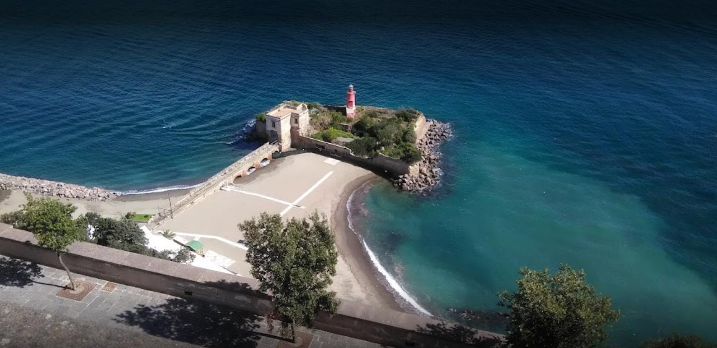 La Spiaggia Del Castello Di Baia