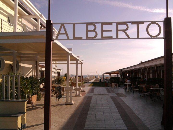 Bagno Alberto Lido di Camaiore