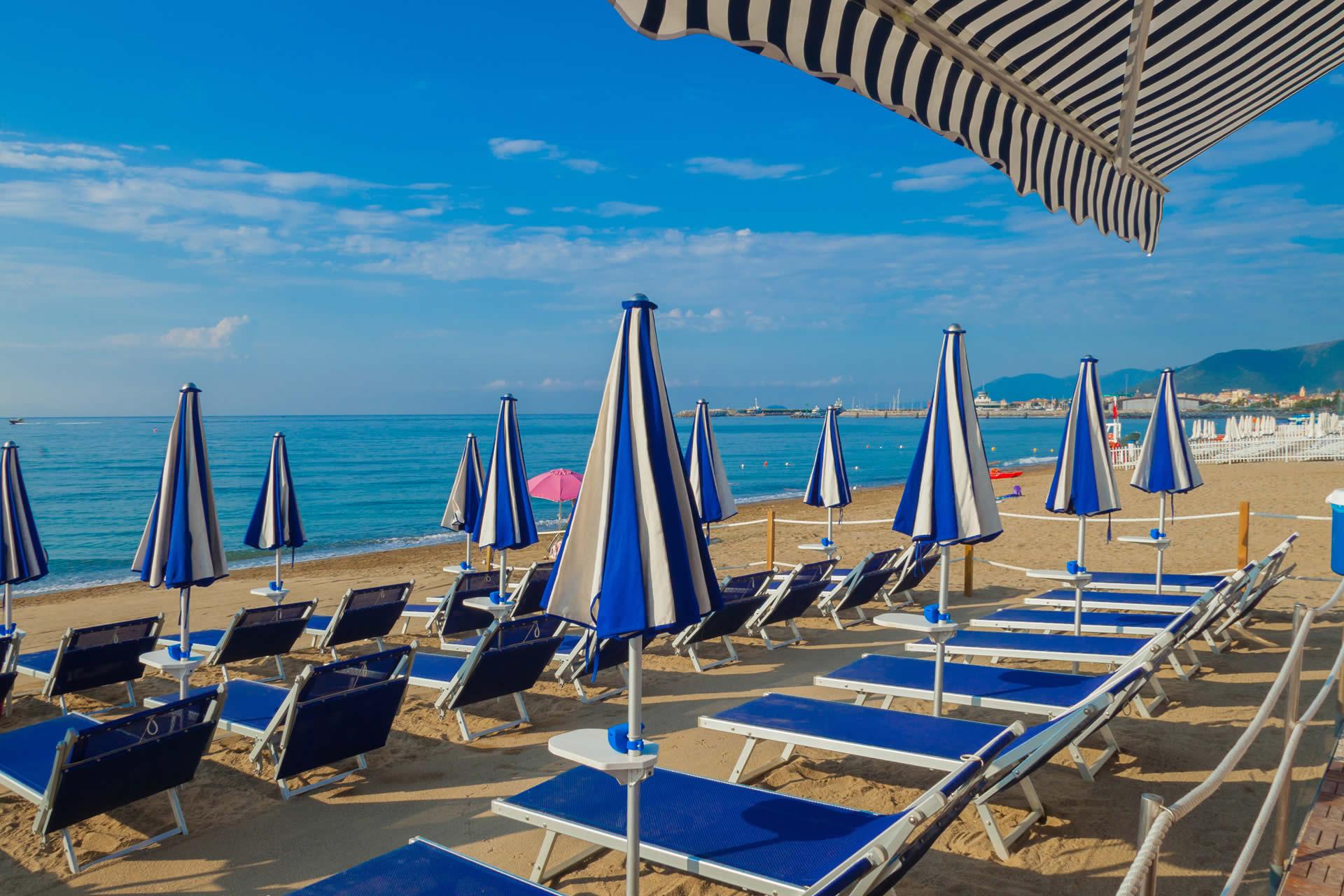 De & De Beach