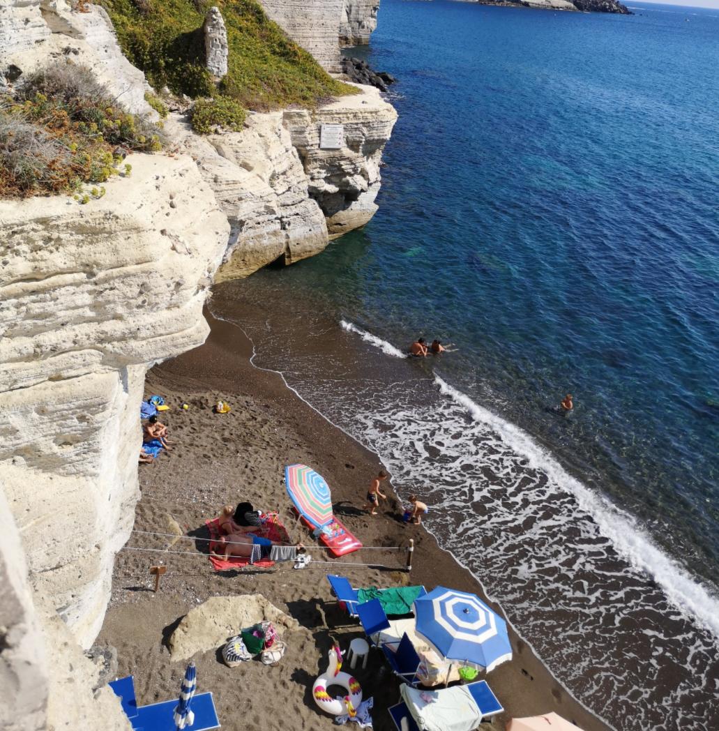 Spiaggia Di Cava Grado